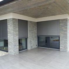 Venkovní žaluzie - realizace Hustopeče Garage Doors, Outdoor Decor, Home Decor, House Template, Houses, House Siding, Entrance Halls, Modern, House With Garage