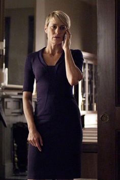 Buy clothes worn by characters like Claire Underwood from the cast of House of Cards. Robin Wright, Timeless Fashion, Love Fashion, Claire Underwood Style, Classy Work Outfits, Olivia Pope, Friend Outfits, Short Hair Styles, Style Inspiration