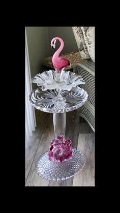 Garden Totems, Glass Garden Art, Glass Art, Glass Bird Bath, Glass Birds, Yard Art Crafts, Garden Crafts, Flower Plates, Glass Flowers