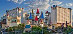 SECONDO CORSO CERUS DI CRAPS A LAS VEGAS !  Alla scoperta del nostro Hotel   L'Excalibur Hotel and Casino è un albergo con casinò situato al 3850 della Las Vegas Boulevard South vale a dire la Las Vegas Strip a Las Vegas (Nevada); fa parte della catena MGM Mirage di proprietà del magnate multimiliardario Kirk Kerkorian. È considerato uno dei più belli hotel del mondo a causa del suo tema portante (moltissimi resort di Las Vegas sono strutturati su un tema portante a cui è dedicato…