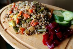 Pohánkové rizoto so zeleninou Buckwheat Recipes, Cobb Salad, Cheesecake, Quinoa, Food And Drink, Healthy Eating, Low Carb, Cooking Recipes, Grains