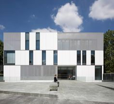 Completed in 2016 in Vanves, France. Images by Cécile Septet. Founded in 1921, the Concervatoire de Vanves today has 40 teachers for over 700 students. The new building, named Ode, replaces the cramped,...