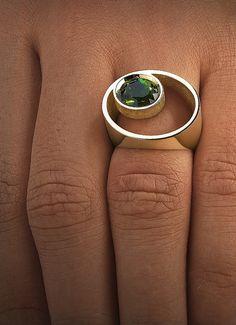 Ring aus Gelbgold besetzt mit einem Edelstein im Brillantschliff oder Ovalschliff. Ring Citrin - Steinbach Goldschmiede - Handschmuck