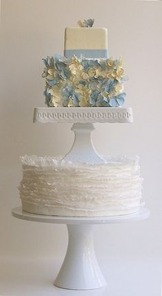 #blue hydrangea cake
