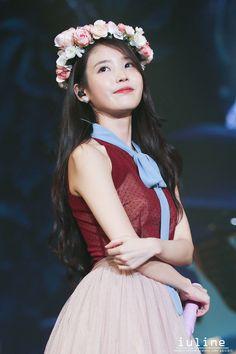 K-Pop Babe Pics – Photos of every single female singer in Korean Pop Music (K-Pop) Iu Chat Shire, Kpop Girl Groups, Kpop Girls, Korean Beauty, Asian Beauty, Korean Girl, Asian Girl, Jung So Min, Iu Fashion