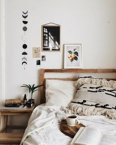 Bohemian Bedroom Decor Ideas - Discover the most effective Bohemian Room Designs. Find out how to offer your room a boho touch. Casa Hygge, Hygge Home, Bohemian Room, Bohemian Bedroom Decor, Gypsy Bedroom, Decor Room, Bohemian Gypsy, Modern Bohemian, Boho Decor