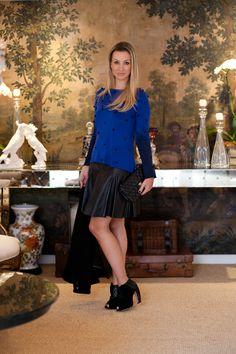 Gaúcha e apaixonada por moda! Essa é a minha nova colunista aqui do blog :) Claudia Bartelle é super eclética. Morou em NY e Buenos Aires, fez Administração na FGV, Psicologia e ainda Design de Moda! Casada, mora em Porto Alegre e divide seu tempo entre a moda e seus dois amores, o marido e …