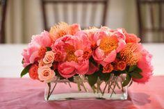 Pieza central rectangular con flores color coral