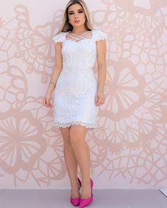 A imagem pode conter: 1 pessoa, em pé e sapatos Senior Girl Poses, Senior Girls, Super Cute Dresses, Look Fashion, White Dress, Lily, Summer Dresses, Female, Wedding Dresses