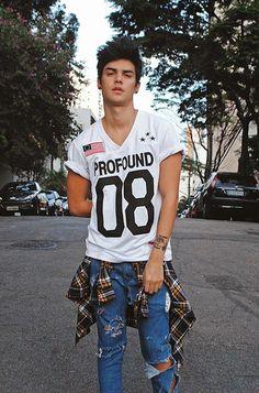 Fotos inspiradoras Hot Men, Urban Fashion, Teen Fashion, Fashion Wear, Style Board, Dark Wave, Mode Man, Torn Jeans, Hommes Sexy