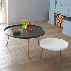 Laag tafeltje in 2 kleuren met rond blad diameter 55 cm