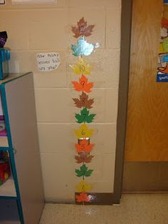 how many leaves tall are you? Fall (fun way to incorporate an exploration into non-standard measurement during the fall season) Fall Preschool Activities, Preschool Lessons, Preschool Classroom, Kindergarten Math, Preschool Fall Theme, Classroom Tools, Educational Activities, Classroom Ideas, Reggio Emilia