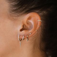 """Obsessing over our new triple ear cuff ✨ it's perfect for creating a """"pier. - Obsessing over our new triple ear cuff ✨ it's perfect for creating a """"pierced"""" look. Tap to - Auricle Piercing, Ear Lobe Piercings, Multiple Ear Piercings, Triple Ear Piercing, Ear Cuff Piercing, Helix Earrings Hoop, Stud Earrings, Simple Bracelets, Ear Jewelry"""