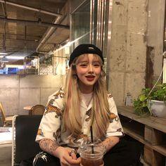 Korean girl ulzzang with tattoos Ulzzang Korean Girl, Cute Korean Girl, Cute Asian Girls, Cute Girls, Aesthetic People, Aesthetic Hair, Bad Girl Aesthetic, Instagram Pose, Instagram Girls