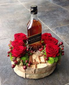 Whiskey bottle decorated decorative for a birthday! - Whiskey bottle decorated decorative for a birthday! Gift Hampers, Gift Baskets, Flower Decorations, Christmas Decorations, Chocolate Bouquet, Deco Floral, How To Preserve Flowers, Wine Bottle Crafts, Flower Boxes