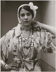 Young woman of Ouled Nail wearing the traditional costume, Algeria Moroccan Jewelry, Photo Portrait, The Beautiful Country, North Africa, Back To Black, African Women, Belle Epoque, Portraits, Couture