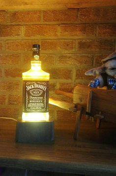 Lampe sur socle Lumineux Lampe Jack Daniels, Table Lamp, Lighting, Home Decor, Homemade Home Decor, Table Lamps, Lights, Lightning, Decoration Home