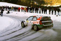 Toyota Corolla WRC. Con este auto o simil el piloto español Carlos Saenz disputando la ultima etapa del Rally RAC , de Gran Bretaña o UK , y faltando escasos 500 metro se quedó sin combustible y de esa forma perdió el Campeonato Mundial de Rally , por diferencia de puntos ..........