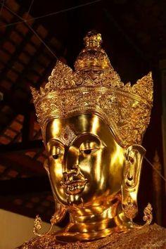 Phra Pisu Chaiyapak Thai Buddha Statue.