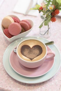 Peggy Porschen Cake Parlours in London Coffee Cup Art, Coffee Heart, Coffee Is Life, Coffee And Books, I Love Coffee, Coffee Cafe, My Coffee, Gif Café, Good Morning Coffee Gif
