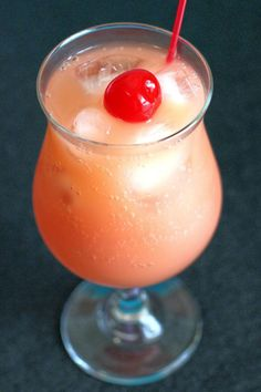Sex on the Beach Drink Sex on the Beach is a delicious classic cocktail recipe, featuring vodka, peach schnapps and fruit juices. This drink is a hit at parties because it's just so easy to love! – Cocktails and Pretty Drinks Easy Alcoholic Drinks, Alcholic Drinks, Yummy Drinks, Juice Drinks, Bbq Drinks, Party Drinks, Simple Vodka Drinks, Drinks With Coconut Rum, Mixed Drinks With Vodka