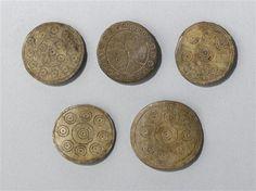 Pion de trictrac : décor géométrique Période 11e siècle 12e siècle Site de production Europe (nord) (origine)