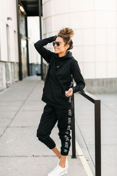 Nike on Nike Fitness Pieces Outfits 5 Sporty Pieces You Need In Your Closet Athleisure Outfits, Nike Outfits, Fall Outfits, Casual Outfits, Fashion Outfits, Nike Workout Outfits, Nike Workout Gear, Style Fashion, Cute Sporty Outfits