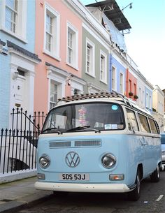 The 35 Must See Places in London: Wandering around Notting Hill is the perfect place to spot rows of pastel houses–and the pretty pastel vintage cars parked outside of them. vintage cars 35 Reasons London is Prettier than Paris Style Vintage, Vintage Vibes, Retro Vintage, 1940s Style, Vintage Stuff, Casa Color Pastel, Bright Colors, Wolkswagen Van, Pics Art