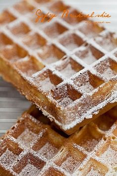 Gofry belgijskie (brukselskie) Dessert Cake Recipes, Sweets Cake, Cookie Recipes, Polish Desserts, Polish Recipes, Belgium Food, Pancakes And Waffles, Dessert For Dinner, Love Food