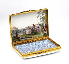 Snuffbox Made Of Gold-Mounted Enamelled Porcelain - Meissen, Germany    c.1755