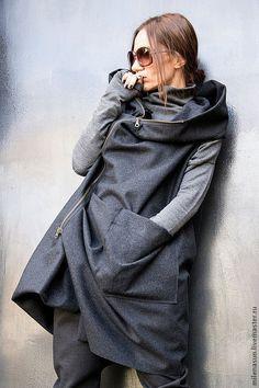 Купить или заказать Кашемировое пальто без рукавов Asymmetric в интернет-магазине на Ярмарке Мастеров. Это ультрамодное кашемировое осеннее / на весну пальто без рукавов. Выполнено из пресованного кашемира, швы сделаны наружу. Это необычное пальто выглядит дорого и модно. Это изделие можно носить как стильное весеннее пальто, как короткое пальто на осень.Пальто на молнии. Изделие с капюшоном Как любая дизайнерская одежда или теплая одежда на заказ, это пальто заставляет обратить на Вас в...