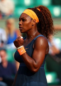 Serena Williams destroyed her opponent Suarez Navarro to take a semi final spot against Li Na of China. In this form I cannot see    that Serena can be beaten. She is playing stunning tennis.