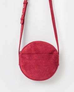 A simple geometric cross body bag, in the softest leather. Adjustable strap for over the shoulder or cross body use. Exterior pocket and two interior pockets. F