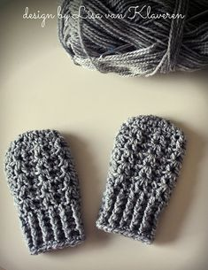 Simple Cable Baby Mittens pattern by Lisa van Klaveren