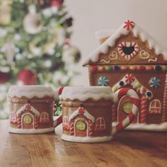 All you need at Christmas to feel super festive, matching Gingerbread cookie jar and mugs!