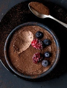 Mousse de chocolate com 2 ingredientes engenhosos (sem ovo) - Food Photography mit vielen Rezepten - Egg Recipes, Snack Recipes, Dessert Recipes, Snacks, Dessert Oreo, Bon Dessert, Desserts Végétaliens, Chocolate Desserts, Chocolate Chocolate