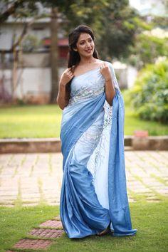 Indian Beauty Saree, Indian Sarees, Kerala Saree Blouse Designs, Modern Saree, Satin Saree, Simple Sarees, Saree Photoshoot, Saree Trends, Sari
