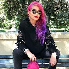 Hace tieeeeeempo que quería mostrar mis #looks/#tenidas/#outfits y a pesar que lo hacía igual no me sentía tan segura de hacerlo pero me di cuenta que hay varias que quieren ver y bueno espero que me sigan queriendo  con esta actitud #fashionblogger  Eso  Sweater: Zara Jeans: gap #iphoneX