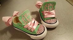 Adorable baby Converse with bows