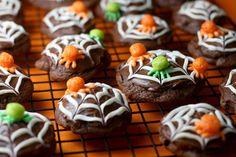 heiressofslytherin:  Trix cereal Spider cookies