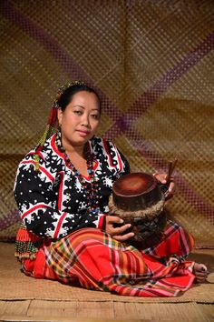 The t'nonggong is played to accompany dance.  It belongs to the megel/lembang category of T'boli music instruments which has male attributes such as being loud and hard-sounding and played in the public sphere.  Drummers are usually male.  Providing a rhythmic ostinato to the t'nonggong is the k'sal, a pair of wooden sticks which are struck on a bamboo floor. Photo:  Abner Arzaga Percussion Drums, Lembang, Ethnic Fashion, Musical Instruments, Philippines, Musicals, Bamboo Floor, Indigenous Tribes, Collection