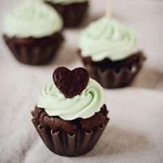 Peppermint Chocolate Cupcakes  presh..love mint chocolate chip ice cream and that's what these cookies remind me of!!