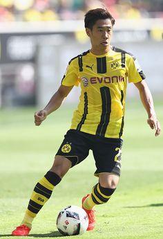 Shinji Kagawa of Dortmund runs with the ball during the Bundesliga match between Borussia Dortmund and 1 FSV Mainz 05 at Signal Iduna Park on August...
