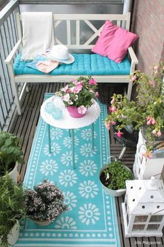 Balcón en turquesa y rosa. Textil para decorar balcones.