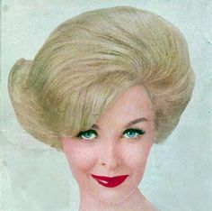 Awesomely Big Retro Hair, liebe das Luftbürsten Source by shereelKennedy 1960 Hairstyles, Evening Hairstyles, Classic Hairstyles, Fancy Hairstyles, Vintage Hairstyles, Medium Hairstyles, Hairdos, Blonde Updo, 1960s Hair
