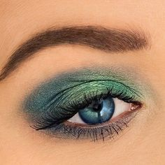 A MER-MAZING #eyelook fit for a sea siren using our NEW be a mermaid & make waves eyeshadow palette! Can you spy the magic 👁 NOW at @Sephora & COMING SOON to tarte.com! #crueltyfree #rethinknatural #tartemermaid