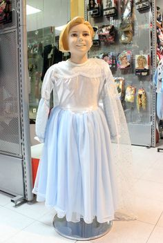 Nuestra tienda Disfraces Cristina. Our #costume shop. #frozen