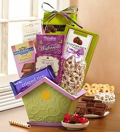 This gourmet Bloomin' Spring Birdhouse Basket welcomes spring in style with an array of delicious treats such as raspberry bonbons, chewy chocolate toffee and more!