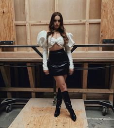 Liz Gillies Sexy Beast – Actress Liz Gillies in her Sexiest Moments Elizabeth Gillies, Liz Gilles, Bonnie Wright, Victoria Justice, Facon, Classy Outfits, Dress To Impress, Leather Skirt, Celebrity Style