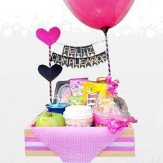 Regalos De Amor Desayunos Sorpresa Dulzura Pedido Con Un Dia De Anticipación Cute Birthday Gift, Birthday Box, Diy Food Gifts, Creative Gifts, Decorated Gift Bags, Food Gift Baskets, Crafts For Kids, Fun Activities For Kids, Xmas Gifts